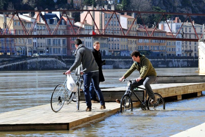My Daily Commute Only Lyon Citylife River Lyon Inthewater Cycle Sports Photography