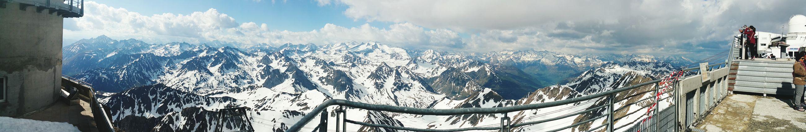 Tout est éphémère. La neuge fond de la même manière que nous humains nous mourront. Nature Photography Ice Snow ❄ Montagnes France Pyrenees Souvenirs ✨... First Eyeem Photo