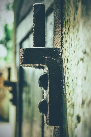 Hinge Engsel Rusty Rust Classic Dirty Steel Old Day Window Texture No People Antique The Street Photographer - 2016 EyeEm Awards