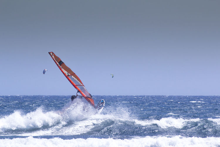 Windsurfing, El Medano. 180mm 550d 75 -300mm Canarias Canary Islands EyeEmNewHere ISO200 SPAIN Tenerife España Beginnings Canon Eye4photography  Tenerife Tenerife Island Teneriffa Windsurf Windsurfing