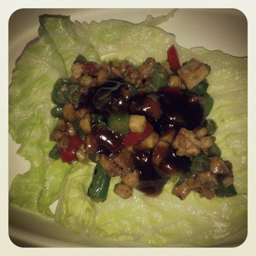 A very lite lunch!!! Lettucewraps Mincedchicken Chinesevegetables Chilipeppers healthyoptions gingerrestaurant hoisinsauce mybosstreatedme lash
