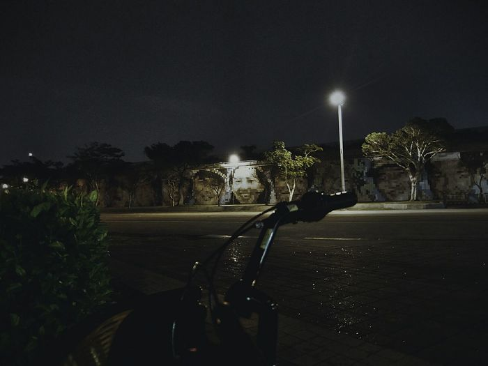 Bycicle Road Bycicle Streetphotography Streetphoto_color Nightphotography Showing Imperfection Light And Shadow Riverside Eye4photography  Cities At Night Overnight Success