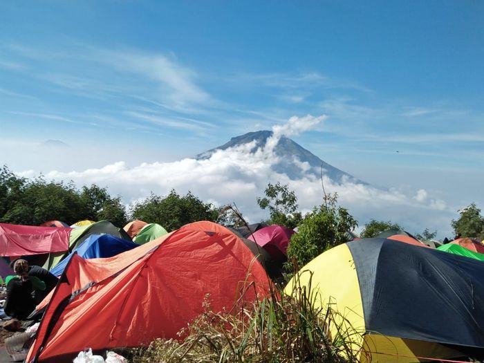 Sumbing Sumbing Sumbingmountain Sindoro Slametmountain Mahameru Tenda People Good Good Morning Candid Mountain Pendant Light Tree Tent Multi Colored Camping Textile Sky Cloud - Sky Mountain Rocky Mountains Mountain Peak Hiker Hiking Mountain Ridge Mountain Road Peak Yukon Mountain Range Shelter