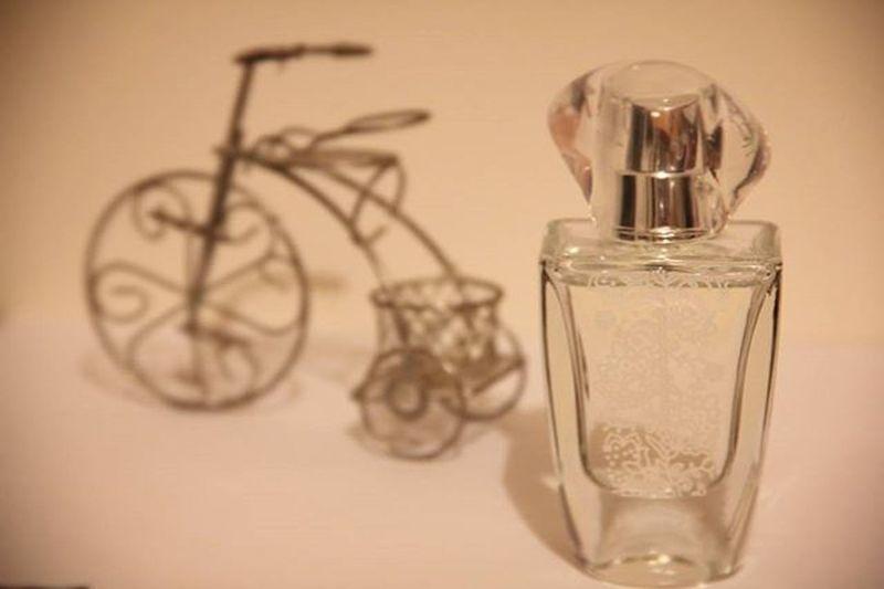 Çiçek kokulu parfümleri her zaman çok sevmişimdir. Ama Avon'un TTA Amour EDP parfümü bambaşka.. Yasemin yaprakları,manolya,vadi zambağı özlü gün boyu kalıcı,hafif. Yaz ve kış kullanılabilecek nadir kokulardan. Bumakyajj Avon Avonturkiye Amour Parfum Flowers Cosmetics