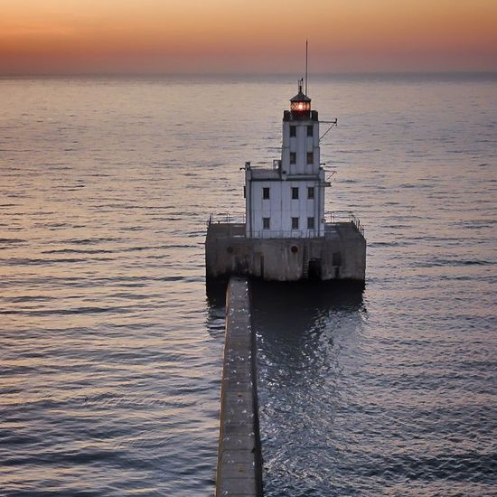 Sunset Horizon Over Water Sea Water Lighthouse Harbor Horizon Sunrise_sunsets_aroundworld Wisconsin Life Milwaukeesbest Mke_illgrammers Wisconsin Milwaukee Mke Waterscape Cloud - Sky Dusk Dronephotography Dronestagram Lighthouse Droneshot Lighthouse_lovers MKE 🏙