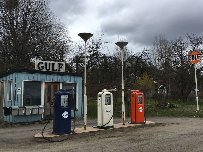 Old petrol station 60's Style.... Petrol Station Gulf Old Petrol Station Telephone Booth Street Telephone No People Fuel Pump Nature Technology Fuel And Power Generation Sky Refueling Pay Phone Retro Styled Tree Park Communication Gas Station Street Light Day Outdoors