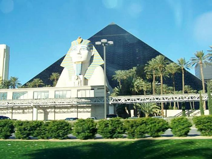 Awesome Architecture The Great Outdoors - 2016 EyeEm Awards The Architect- 2016 Eyeem Awards Photos By Jeanette Places I Want To Go Again Places Around The World Architectureporn Architecturelovers Vegas  Pyramids Egyptian Statue Egyptian Awesome The Great Outdoors With Adobe