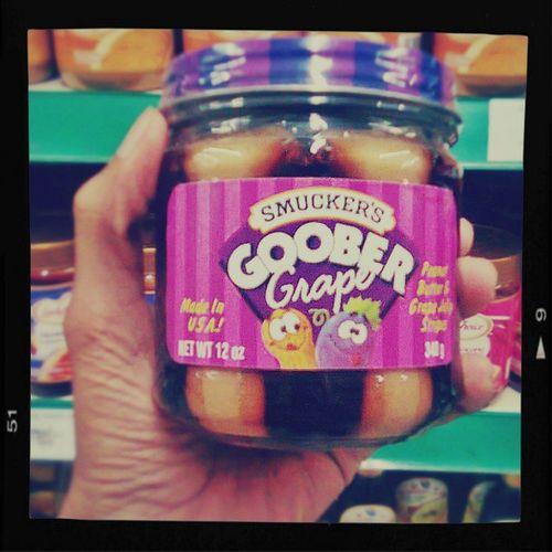 Smucker 's Goober Peanut and Grape . I loovvee this so much more!!