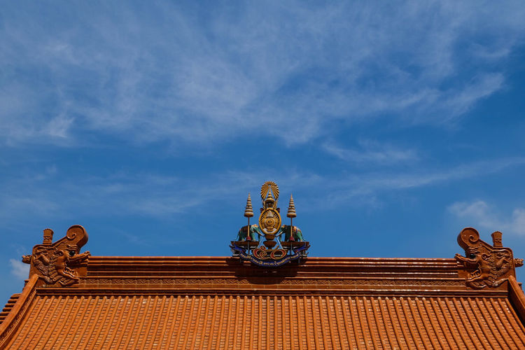 Top roof @ Chinese temple Statue Sculpture Travel Destinations No People Blue Outdoors Sky Day Architecture Bhumibol Adulyadej Bhumibol Adulyadej King Thailand🇹🇭 Temple Nonthaburi King Roof Statue