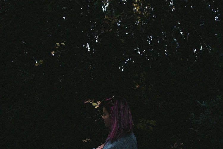Lost #garden #flowers Photo Photography #forest #landscape #nature #photography #firstpicture Lonely Girl Fucsia Lost 35mm Wood Outdoors Nature Night Beauty In Nature Fragility