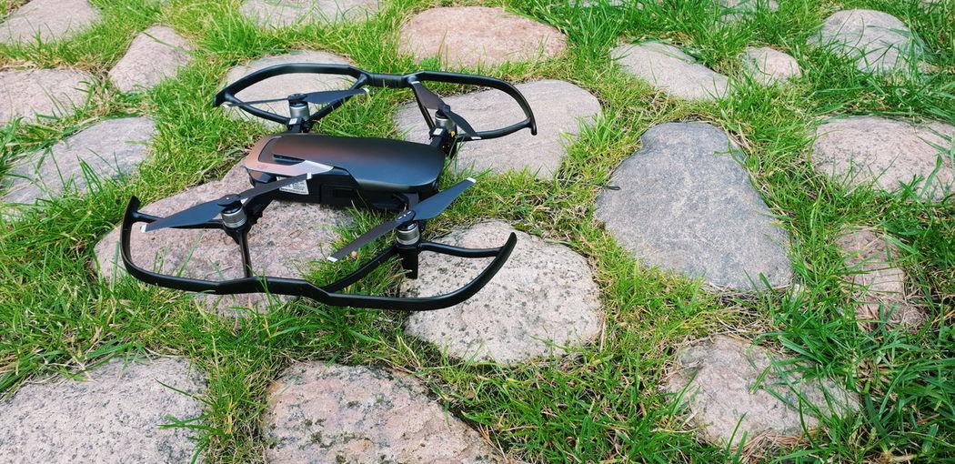Withgalaxy снятонаgalaxy Dji Dji Mavic DJI Mavic Air Drone  Close-up Grass