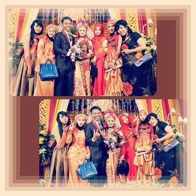 With mereka Instawedding Instabanjar Instafollow Red gold friends instadaily instamood