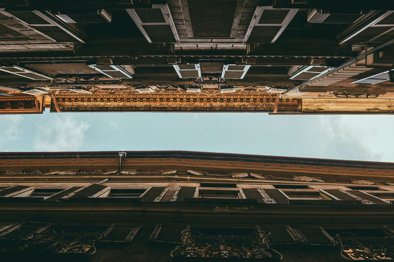 Houses Architecture Built Structure Building Exterior Low Angle View Sky No People Nature Building Day Outdoors Window Cloud - Sky Roof Residential District Industry City Old Environment Directly Below Ceiling 17.62°