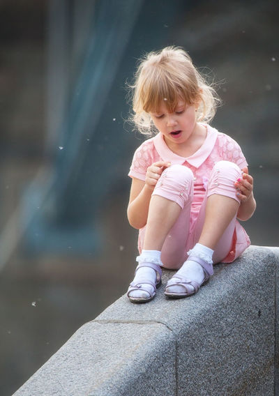 Streetphotography Street Photography Streetphoto Streetphoto_color Childhood Elementary Age Person Cute Innocence Baby Clothing Looking Day Preschool Age Street Outdoors Canon 5D Mark II Canon 5D Mk II Canon EF 100-400 L IS USM