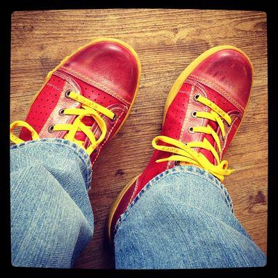 Rotes #Schuhezeigen am Dienstag für Annegret und drehumdiebolzen. Schuhezeigen