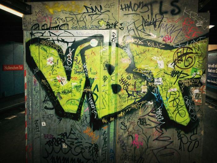 Graffiti Streetart Bombing