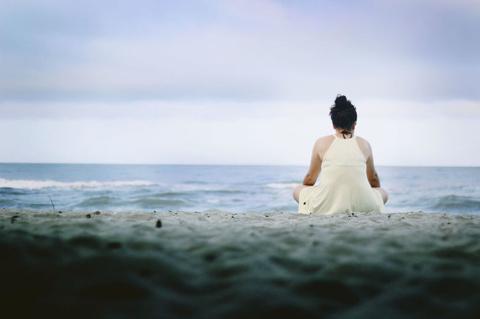 Back Beach Beauty In Nature Day Horizon Over Water Human Back Nature One Person One Woman Only Outdoors Real People Rear View Relaxation Sand Sea Serene People Sitting Sky Women Young Adult Zen-like Sommergefühle