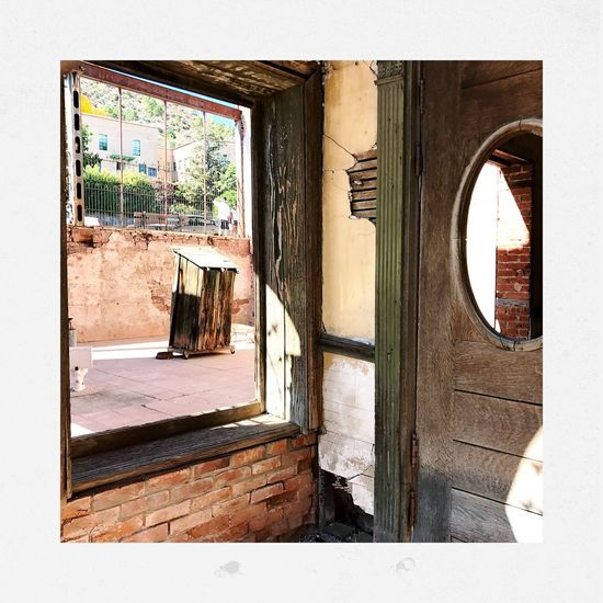 Built Structure Architecture Day Window Sunlight No People Building Exterior House Outdoors Shootermag_usa Streamzoofamily Shootermagazine EyeEm Gallery Youmobile Door Windows Jerome, Arizona Enjoy The New Normal My Year My View