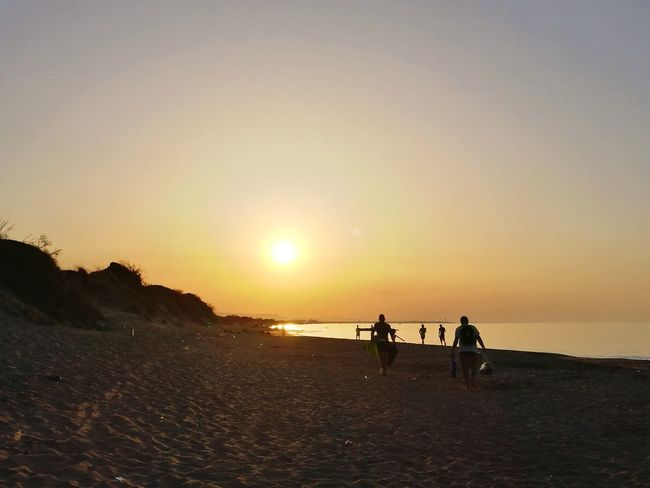 Sunset on the beach 🌅 Beach Sunset Sea Full Length Silhouette Adult Togetherness People Outdoors Sand Water Horizon Over Water Sky Sun Adults Only Sunlight Nature Beauty In Nature Men Women