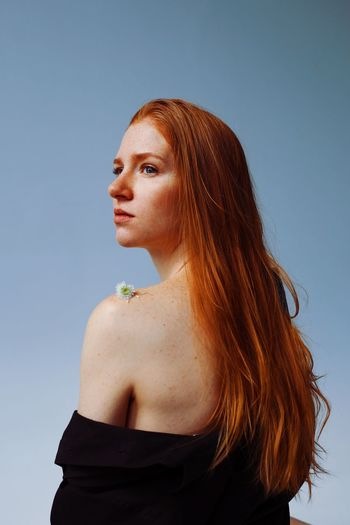 Emotion Face Back Fashion Model Fashion Hair Hairstyle Thoughtful Fashion Ginger Redhair Girl Portrait Of A Woman Women Sky Beautiful Woman Young Women Beauty Redhead Lifestyles Looking Away Portrait Headshot Looking Fashion Adult Waist Up Springtime Decadence