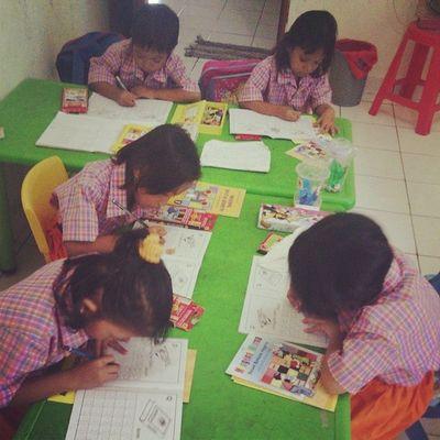 Pasukan berseragam kotak-kotak pink orange ... komplit..yeay!! Alhamdulillah :) RBAciledug cc: @asmanadia @sevintia0520 @dhora1812