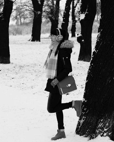 Dzisiaj szybka sesja,bo okropnie zimno😯 Today Dzisiaj Sesja Black White Czarnobiałe Park Session Zima Winter Cold Nowy Rok śnieg Snow Trees Beautiful Beauty Day Nature Natura Krajobraz Landscape Polishgirl Moda ootdpolandlikeforlikel4lf4f