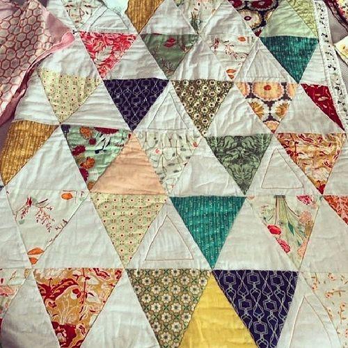 Patchwork Quilt Puntapuntandorra Colcha manualidades sampler ideasparaelhogar petitpoint ANDORRA triangulospatch patch tiendaonlinedelabores puntodecruz puntdecreu