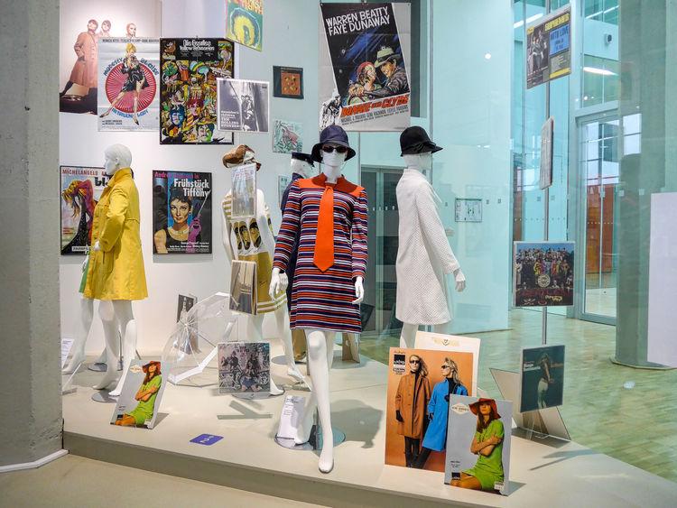 NINO-Hochbau: Menschen, Mode und Maschinen – Textilkultur und Textilgeschichte aus Nordhorn Art And Craft Designs Exhibition Fabrics Fashion Museum Textile Design Textiles