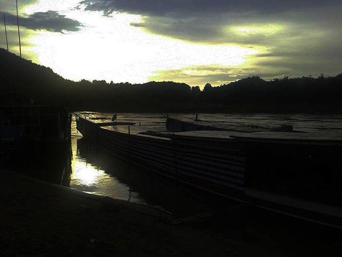 Sunsetonthemekong Sunset Mekong Mekongriver Laos Laospdr Pakbeng Houayxaitoluangprabang Slowboat Lifeasiseeit Southeastasia Johnnelson