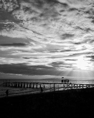 Haloprivilege persahabatan itu dilihat dari seberapa bahagia kita menjalani hari bersama bukan seberapa lama kita kenal, waktu terbuang percuma jika hanya berdiam diri, @kartu_halo Lokasi : Pantai Pajalele, Lembang Kab. Pinrang Instapinrang Instamakassar Instanusantaramakassar Instanusantara Ukmfotounhas Landscape Sunset INDONESIA