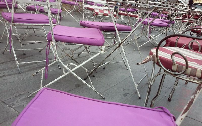 Coffee Shop Chair Sits Many Sits Colour Purple Iron Chair Vintage Chairs