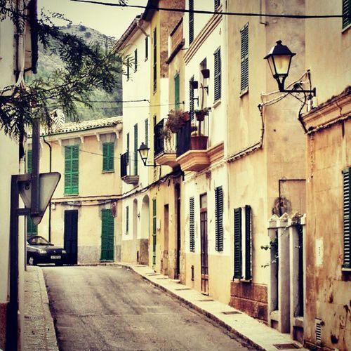 Streets of Andratx. #street #road #Majorca #Mallorca #andratx #house #building #architecture #doors #Windows #car Street Architecture Car Doors Windows Building House Road Andratx Mallorca Hot_shotz Majorca Amazigram Instagood_germany