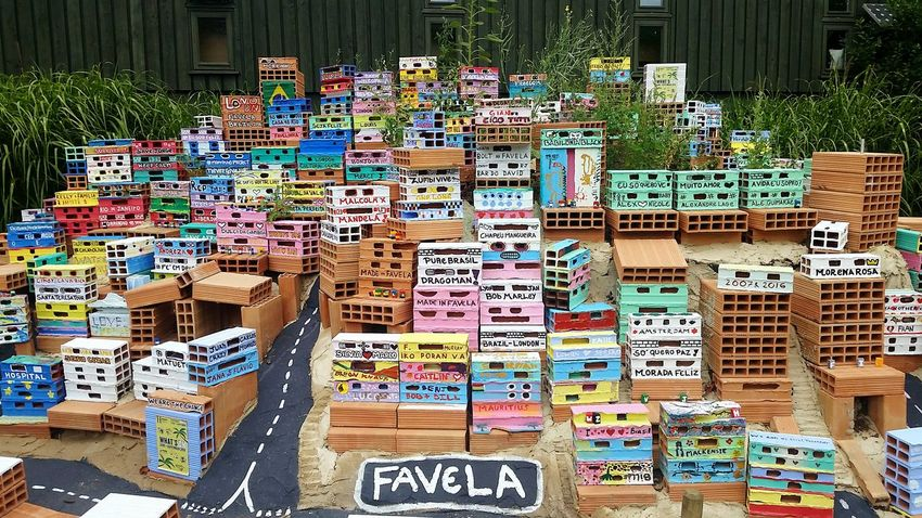 Colours And Patterns Favela model by the Hornimanmuseum Exploring Style