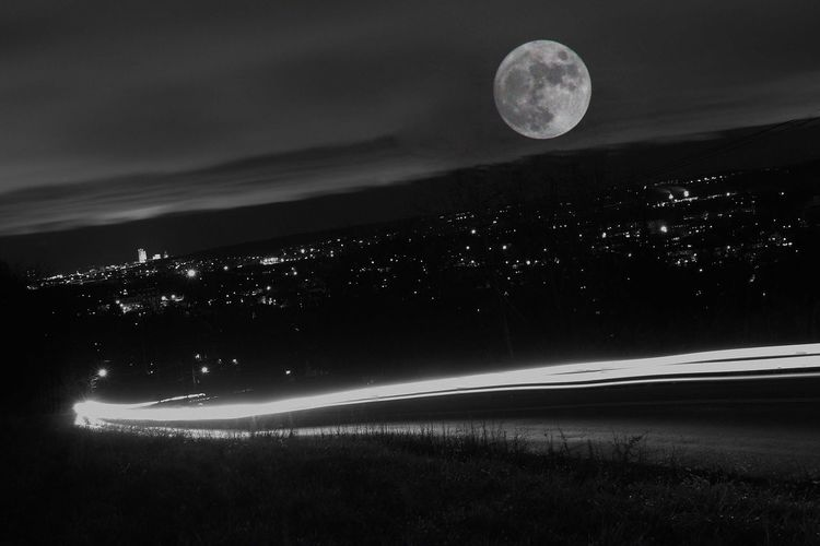 Moon City Moon Canonphotography Rokinon14mmf2.8 300mm Check This Out Taking Photos City Landscape Long Exposure Learn & Shoot: After Dark Peace And Quiet Light And Shadows Nightphotography Photography Magic Pencils Blanket Greenbeans ?