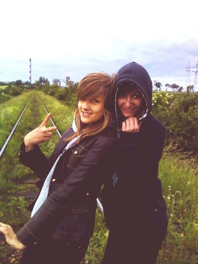 Enjoying Life 2009 Friends ❤ Withfriend Be Happy... Kiedy To Było ♍Z Izą . Beztrosko tak :D