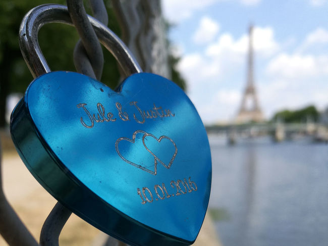 Paris with love Cadenas Eiffel Tower Love Paris Paris Je T Aime Paris ❤ Paris, France  Tour Eiffel Tour Eiffel, Paris. Bleu Blue Cadenas D'amour Close-up Coeur  Emotion Heart Lock Love ♥ With Love