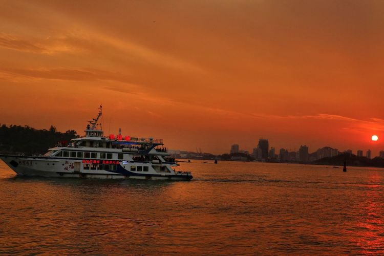 Sunset Freedom EyeEmNewHere EyeEm Best Shots Canon Canon M5 Orange China In My Eyes Xiamen Sky Nautical Vessel Transportation Water Sunset Sea Orange Color Ship