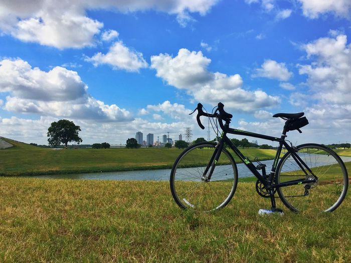 Walking is too slow, driving is too fast, a bike has good speed to see the world. View of downtown Fort Worth from Trinity Trails. 🚴🏽♂️ Trinity Trail Downtown Fort Worth Cloud - Sky Bicycle
