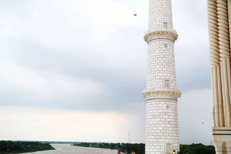 Yamuna river seen from the taj mahal Architectural Detail The Architect - 2016 EyeEm Awards Architecture_collection ARCHITECT Tower River Yamuna Indiapictures Photographer Balancing Elements Architecture Street Photography Holiday Enjoying Life Taking A Break Yamunaexpressway On A Holiday Minimalist Architecture White Marble Background Sky Colour Of Life
