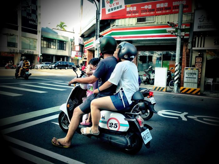 Real People Transportation City Life City Car Street Motorcycle Land Vehicle Sitting City Street Family On Bike Taiwan Taichung Riding Bike Shotoniphone7 Mode Of Transport Day Built Structure Full Length Outdoors Waiting At The Traffic Light Family Bike Rides Mobility In Mega Cities
