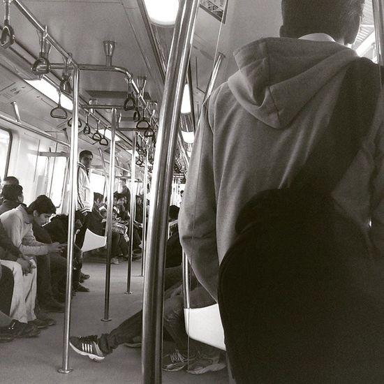 CONNECTING PEOPLE Monochrome DelhiMetro Metro Worldcup htchtconesurajkundsurajkundmelabadarpursubwaymetrometrogram metropolitancomposition connectionlinesourdelhidelhivscoindiavscodelhivscovisuals_soi
