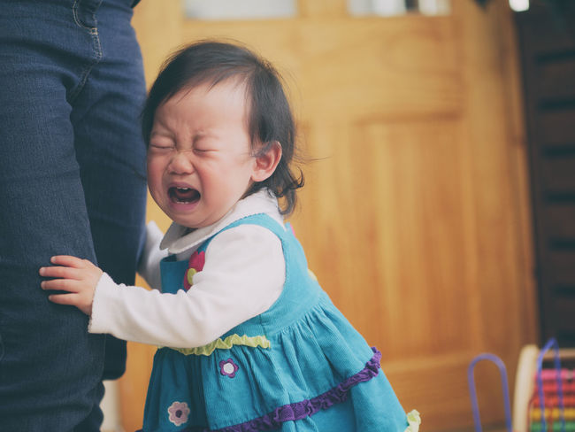 crying baby holding mom Baby Babyhood Bonding Casual Clothing Childhood Close-up Crying Cute Day Fear Focus On Foreground Indoors  Innocence Leisure Activity Lifestyles People Real People Scared Face Shout Standing Togetherness Two People
