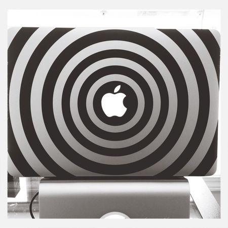 First time applying a vinyl decal. It looks sick! MacBook Hypnotic Geek