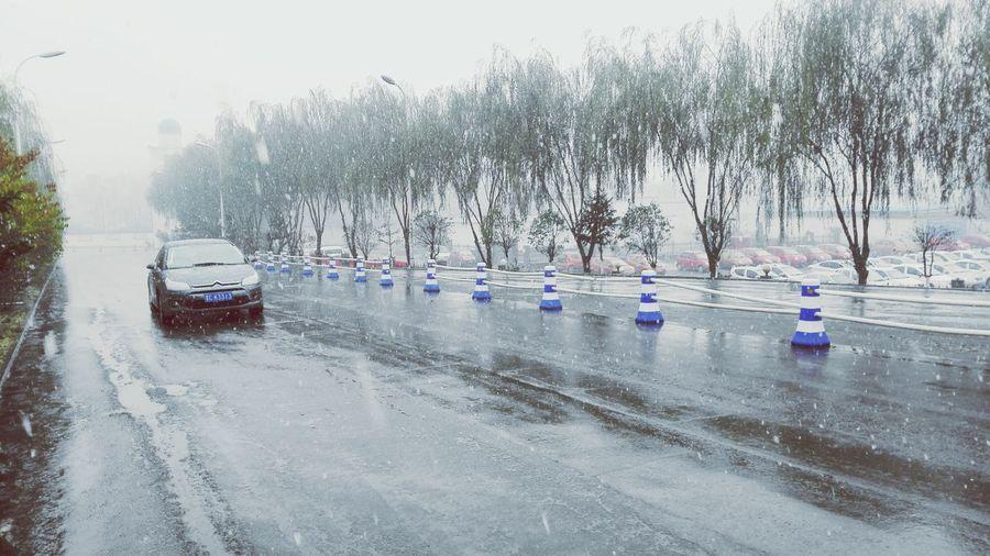 今年的第一場雪,比往年都來的更早一些。。。 新元矿 From my huawei Ascend Mate7
