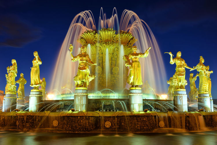 Peoples' Friendship Water City Light Evening Moscow Fountain Statue Outdoors Illuminated Sculpture Europe Russia Eastern Europe No People VDNH Moscow, Russia Travel Destinations RU643_MOSCOW_AK RU643_RUSSIA_AK