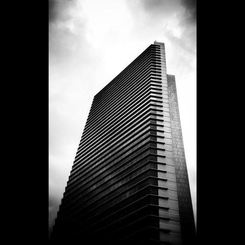 """De mis instantaneas viajeras y para mi serie Arquitectura en blanco y negro y otros tintes: """"yo veo un piano"""""""