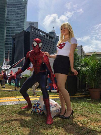 """""""Spidey"""" and """"Gwen"""" #cosplay at #dbsmarinaregatta"""