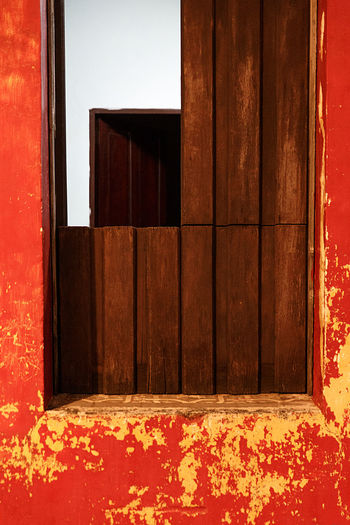 window in red