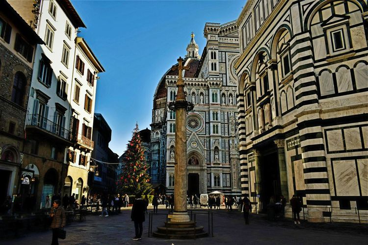 Building Exterior Street City Architecture Travel Destinations Outdoors Sky People Clock Day Scenics Beauty Italy🇮🇹 EyeEmNewHere Italy 🇮🇹 Florence Italy Florence Italy Cityscape Cloud - Sky Blue City Architecture History Statue