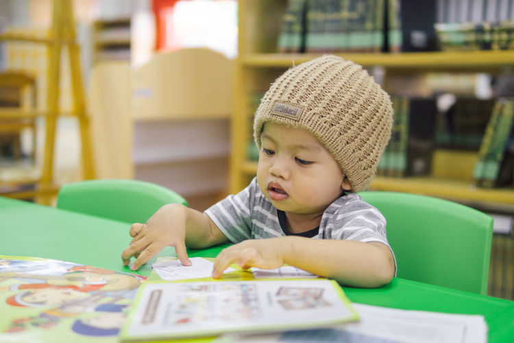 learn to knowing books A New Beginning Childhood Child Table One Person Sitting Males  Innocence Boys Portrait Headshot Looking Men Real People Indoors  Cute Casual Clothing Leisure Activity Front View Mouth Open